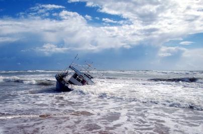 Embarcação pesqueira naufraga em São José do Norte e três pessoas morrem - Portal de Camaquã